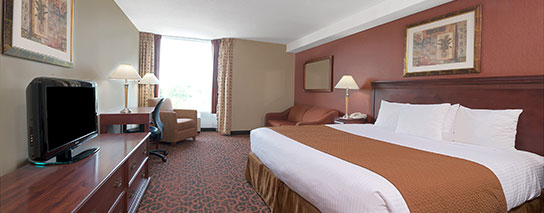 Ramada by Wyndham Niagara Falls Fallsview - 1 King Bed Cityview Room - Dining Voucher Included
